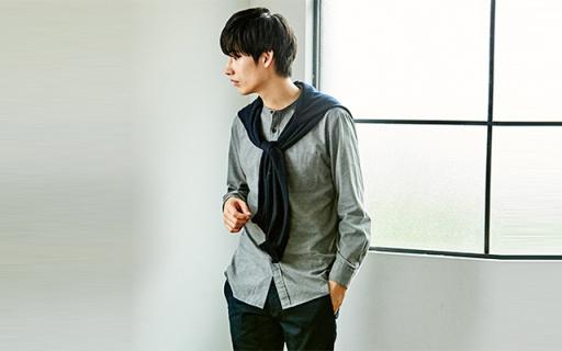 优衣库法兰绒衬衫:棉质法兰绒舒适保暖,素色更白搭