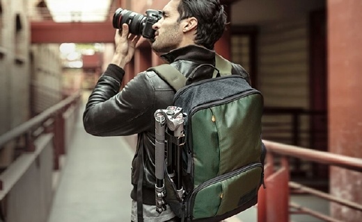 Manfrotto双肩摄影包:多隔板灵活调整内部空间,出游必备