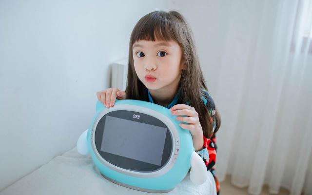 孩子童年有你陪伴,更欢乐—巴巴腾娱乐机器人