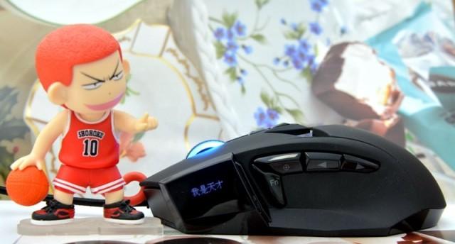 进击的巨人--达尔优EM945游戏鼠标拆解评测