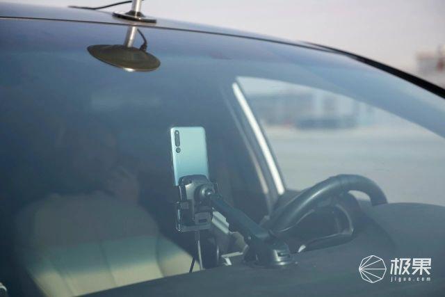 """荣耀Magic2全球首次""""AI代驾""""幕后全揭秘:人工智能是怎么学会飙车的?"""