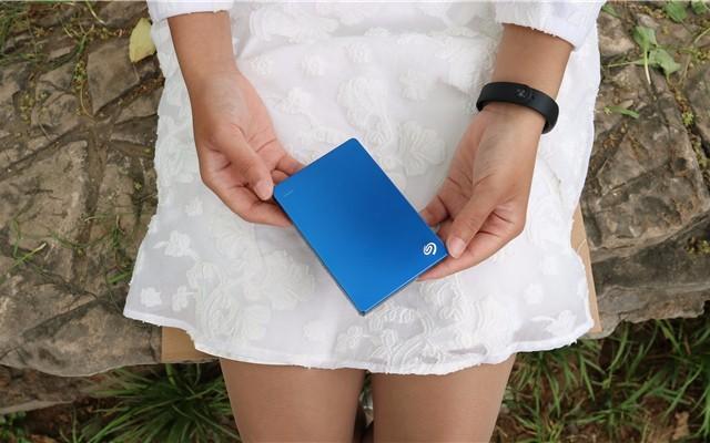 希捷这款移动硬盘在颜值与速度上都属于佼佼者,你会不喜欢吗