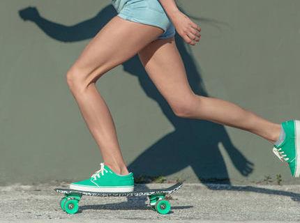 迪卡侬枫木滑板:小巧体型容易掌握,适合初学者使用