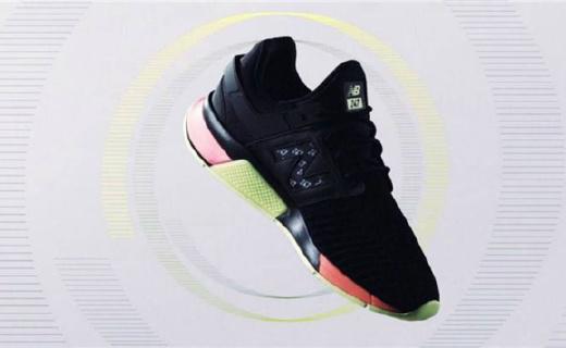 运动鞋还能安装显示屏?索尼携手新百伦造墨水屏鞋,走路充电!