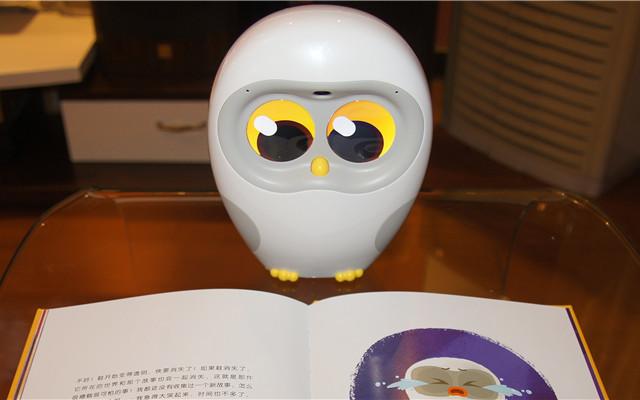 Luka绘本阅读机器人:陪读讲解的全能小老师 | 视频