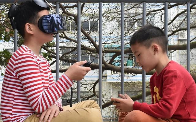 爱奇艺VR一体机游戏体验:叫上朋友一起玩疯狂大逃亡