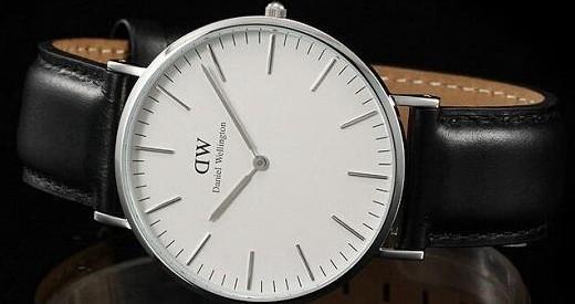 DW 男士石英手表 :黑色表盘简约精致,皮革表带彰显稳重大气