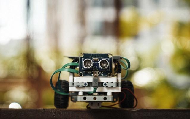 """""""程序猿""""启蒙之路,边拼积木边学编程 — 树上科技可编程机器人体验"""