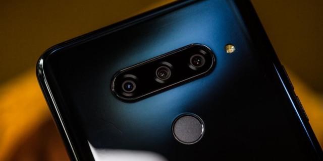 iPhone XS最强对手?全球首款5摄手机发布:配置全面无敌却没人敢买…