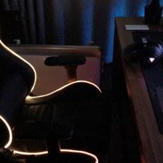 舒适霸气的电竞座椅,RGB灯效随着节奏变化真是嗨到爆