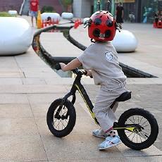 让孩子舒适快乐安全的骑行,优贝6C儿童滑步车体验