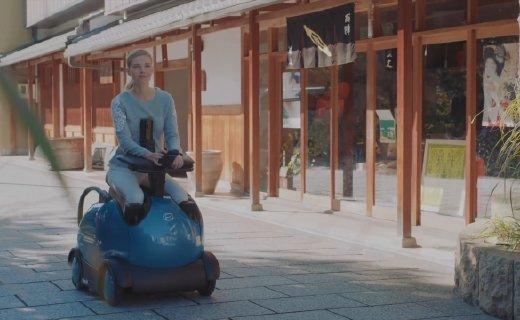 岛国机器人轮椅,用手机控制造型超萌