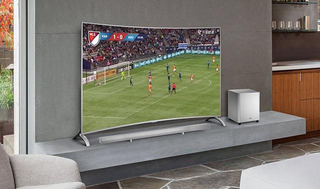 丰富资源用4K曲面大屏体验,让电视回归生活