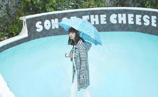 W.P.C 条纹雨衣:能做雨衣能做风衣,下雨天也超时髦