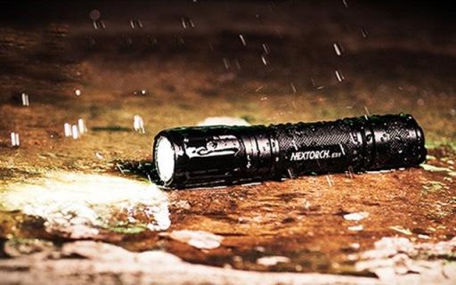 小巧精致强光手电,多模式照明满足户外需求 — 纳丽德E51强光手电体验
