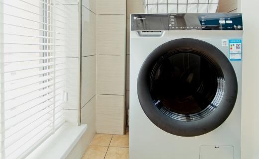 你家阳台可以拆了!1台洗衣机轻松搞定10个篮球队袜子