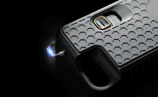 史上最凶残手机壳,瞬间放电700万伏,防狼利器!