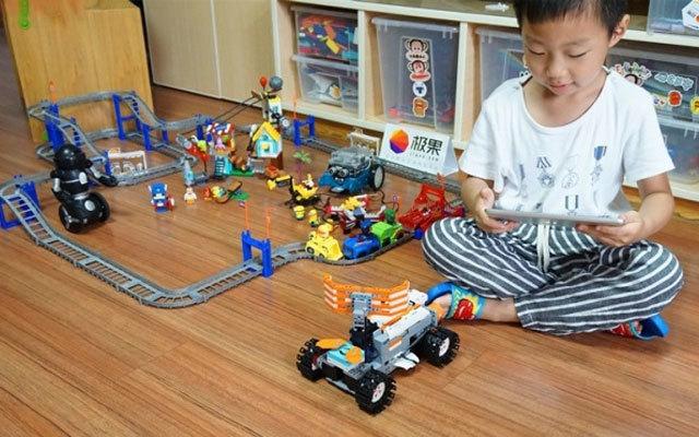 小孩子也能玩的编程机器人,有它还要啥乐高 | 视频