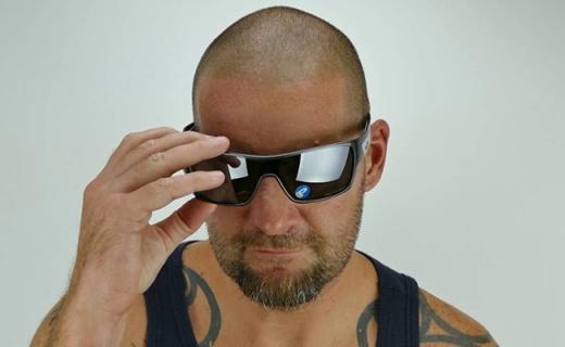 ?#25151;?#21033;Turbine黑色镀膜太阳镜:大面积镜片视野开阔,纯黑百搭配色