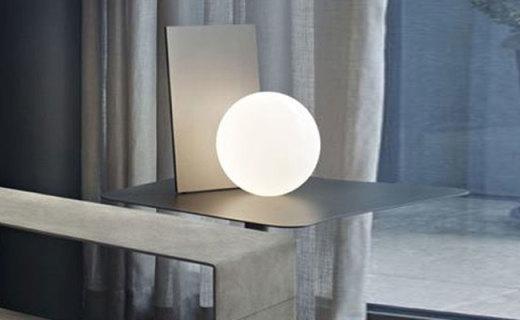 FLOS台灯:简约乳白色玻璃灯罩,像皎洁月光伴你入眠