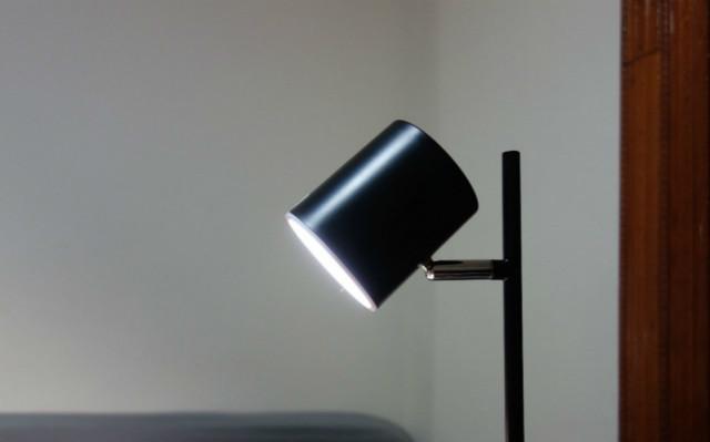 没错,它就是我苦苦寻找的一盏优雅极简台灯