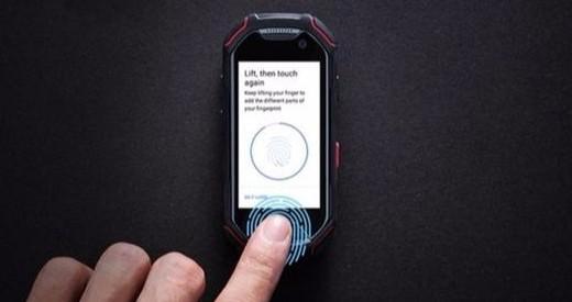 全球最小指纹识别全面屏手机,仅银行卡大小!
