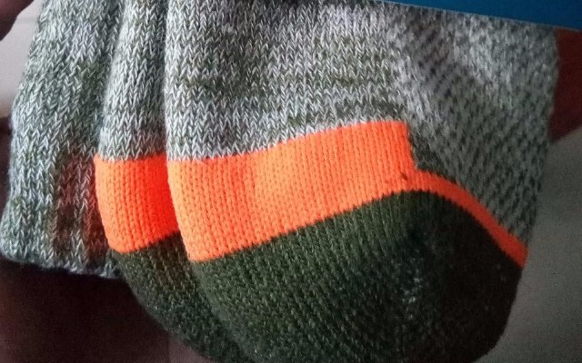 滴水不露,变态到可以当水袋用的Dexshell防水袜
