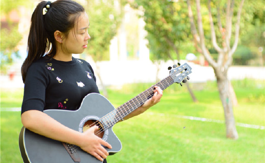 超炫酷的智能吉他,让学吉他像玩儿游戏一样简单