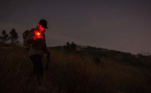 歌路途信号灯体验,食指大小的灯却能保你夜行安全
