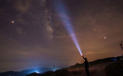 有它夜拍星空不再摸黑,莱德雷神磁吸式手电筒P5R体验