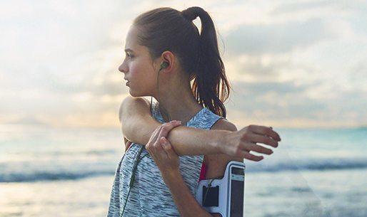 索尼防水运动耳机:多弧度支撑佩戴牢固,IPX5防尘防水