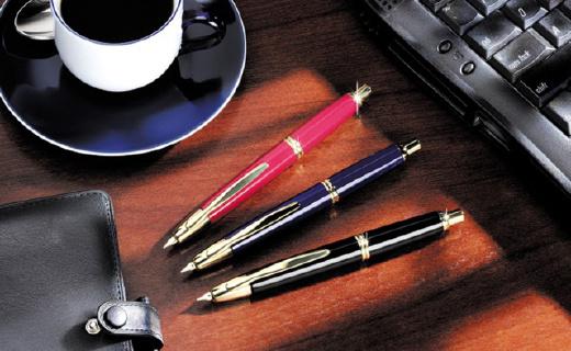 像圆珠笔一样按动的百乐钢笔,颜值更高字更美