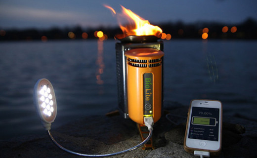 超便携的户外火炉,烧点树枝还能给手机充电