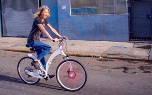 潮爆了!外观小清新的智能自行车,支持一秒折叠