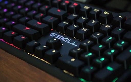 老司机教你挑键盘:RGB+原厂轴才不到400块 — 芝奇KM570背光机械键盘评测