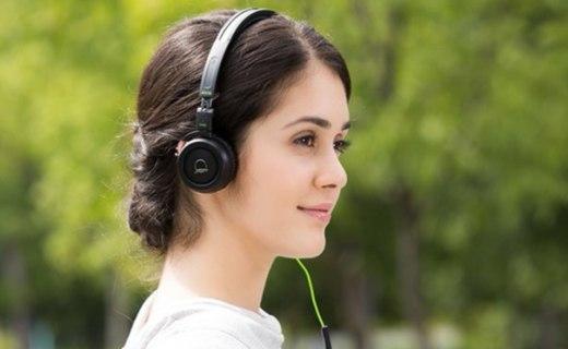 爱科技Q460头戴式耳机:开阔声场浑厚耐听,经典配色时尚简约