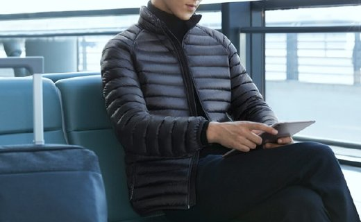 小米羽绒服:双层结构防漏绒,700EP白鸭绒轻盈保暖