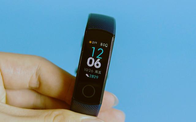 触控彩屏享运动,荣耀手环4上手体验评测
