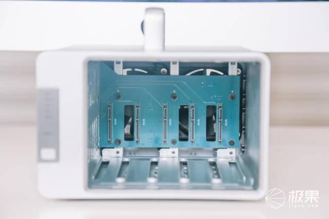 我为什么2万多买了这个?铁威马D5雷电3磁盘阵列盒柜