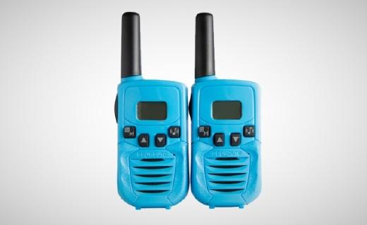 迪卡侬对讲机:环保PC材质结实耐用,小功率大电量多频道