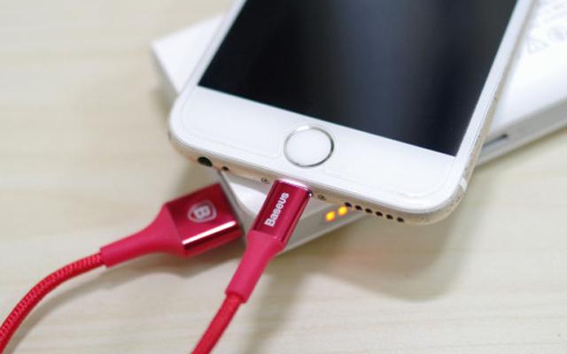 凯夫拉材质数据线结实耐造 — 倍思发光苹果数据线体验