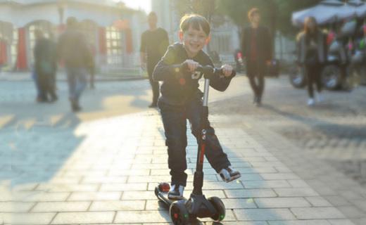 史努比儿童滑板车:3-14岁都能用,加宽设计更安全