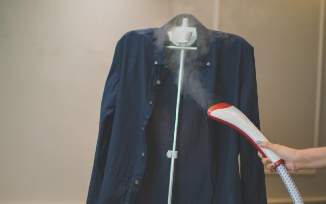 飞利浦蒸汽挂烫机体验:快烫无痕旧衣换新颜 | 视频