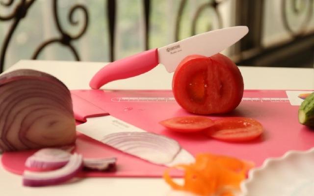 這粉嫩小刀憑什么成為御用刀 — 京瓷陶瓷刀測評 | 視頻