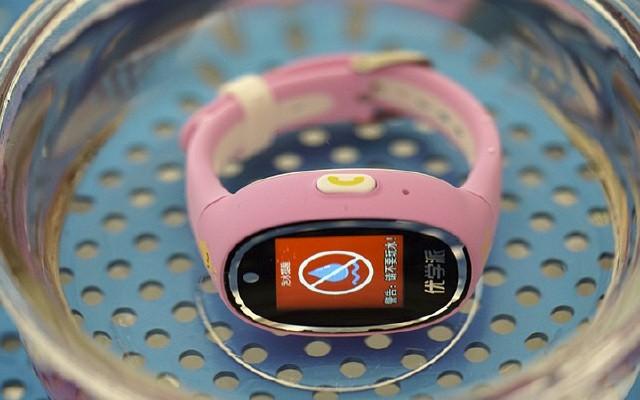 五重定位+防水提醒,妈妈再也不用担心我的安全了 — 优学派电话手表UW3评测