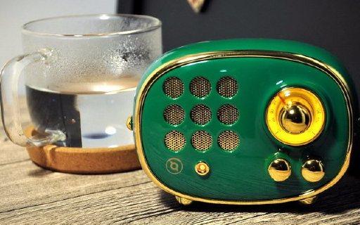 复古造型+骚亮颜色,这收音机还能玩变装 — 猫王radiooo波普绿积木式收音机体验