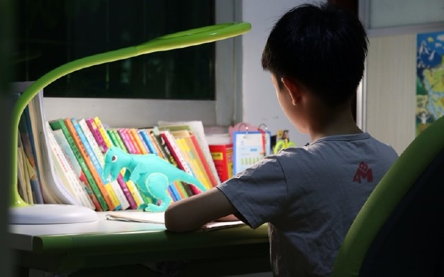 用现代技术和萌科技让孩子坚持好习惯,这款台灯实力非凡