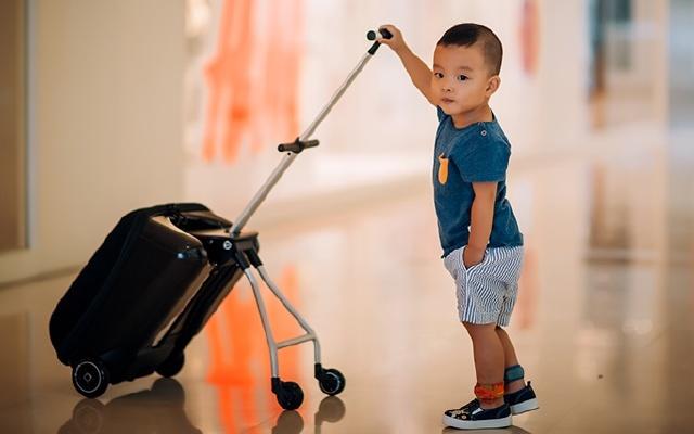 宝妈的福音,出门逛街带孩子必备,米高懒人行李箱体验