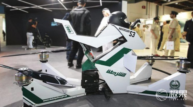 迪拜土豪又玩大发了!警察骑飞行摩托抓小偷,战斗机外形超硬核
