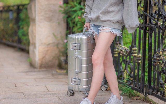 高颜值铝镁合金行李箱,外出旅行拉它就够了 — 小米90分金属登机箱体验